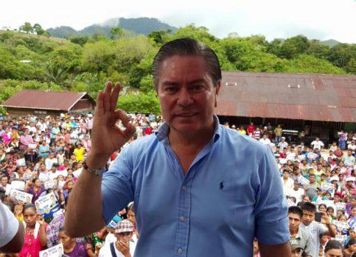 Mario Estrada candidato presidencial del partido Unión del Cambio Nacional (UCN)
