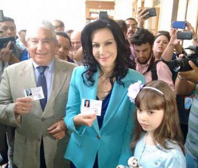 Binomio Presidencial del Partido VIVA reciben sus Credenciales