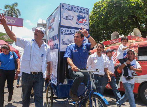 Jimmy Morales y su publicidad ingeniosa. Foto: Facebook