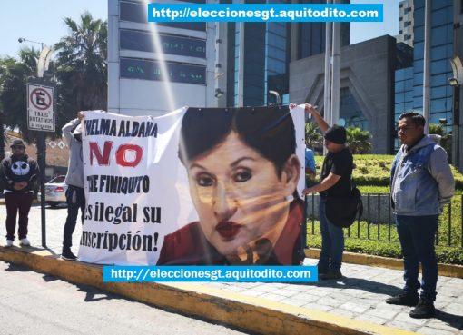 Grupo de Manifestantes Rechaza la proclamación de Thelma Aldana con el Movimiento Semilla